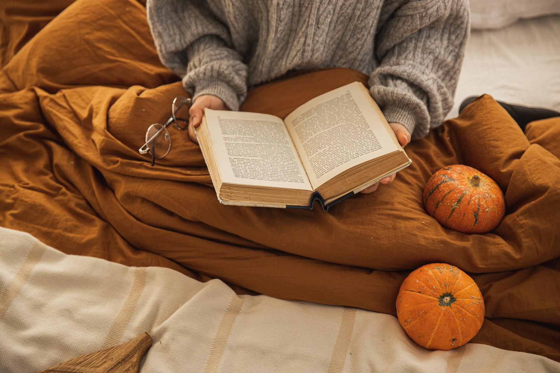 czytanie książek jesienią